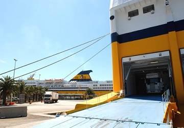 commentaire du ferry mega express five de corsica sardinia ferries et description du navire. Black Bedroom Furniture Sets. Home Design Ideas