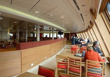 po_ferries_spirit_of_france_food_court_viewing